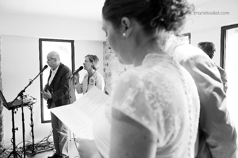photo mariage cérémonie protestante Jardin des Acanthes - Morbihan par Marie Baillet Photographe
