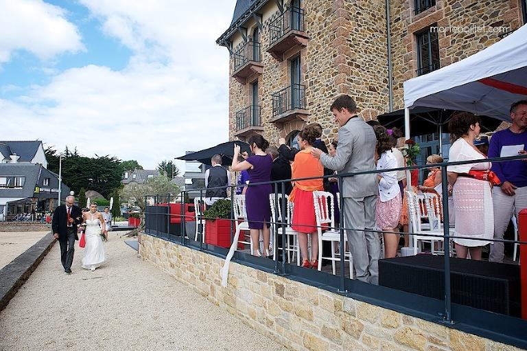 cérémonie extérieure au Castel Beau Site Perros Guirec par Marie Baillet photographe Bretagne