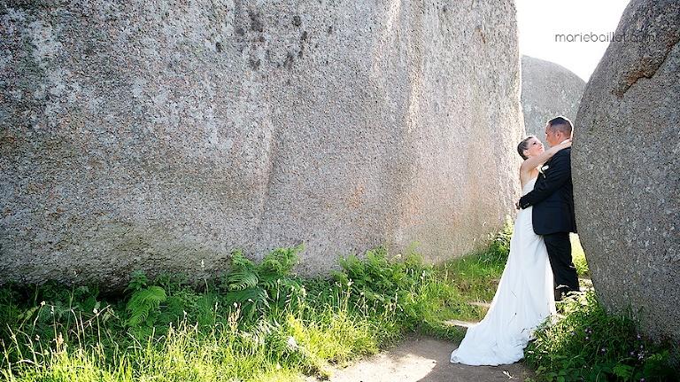 photo couple mariage au Castel Beau Site (22) par Marie Baillet photographe Bretagne