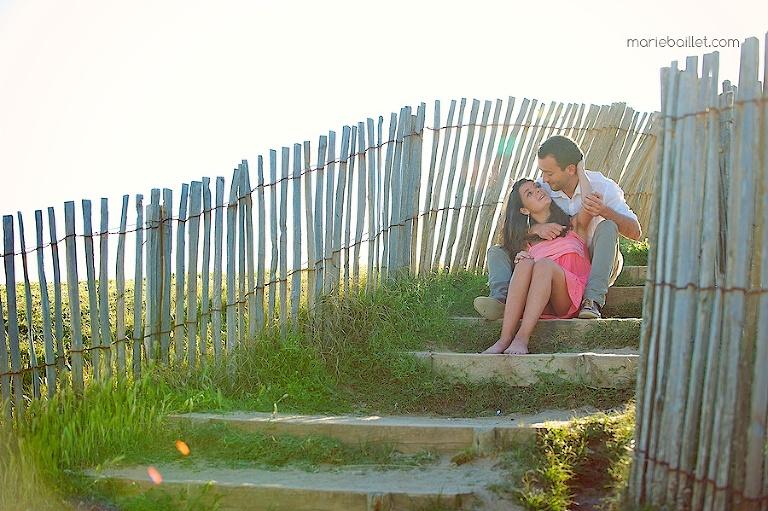 shooting séance amoureux à la plage par Marie Baillet photographe en Bretagne