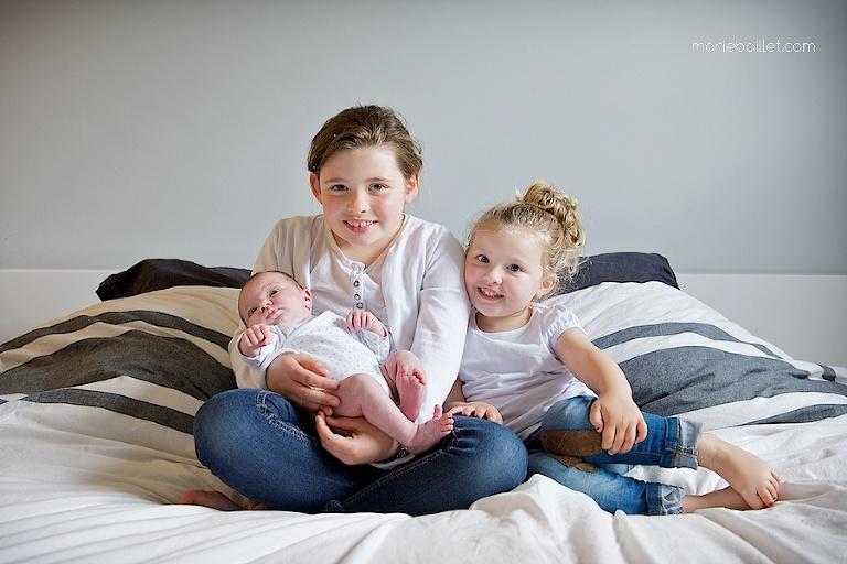 shooting famille à la maison par Marie Baillet photographe Morbihan