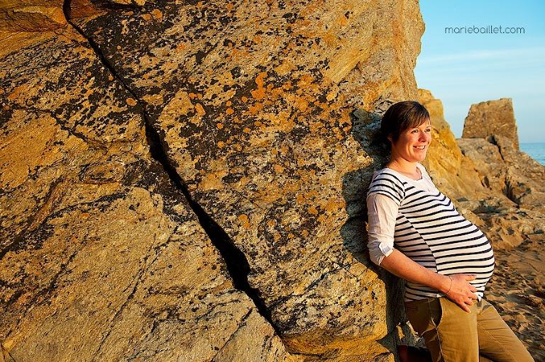 séance femme enceinte / en attendant bébé / photos de grossesse bord de mer Finistère sud