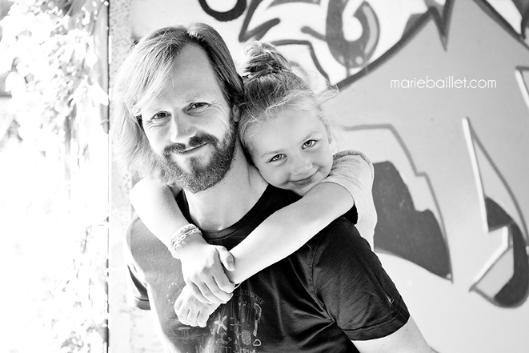 Séance famille fun par Marie Baillet photographe 56
