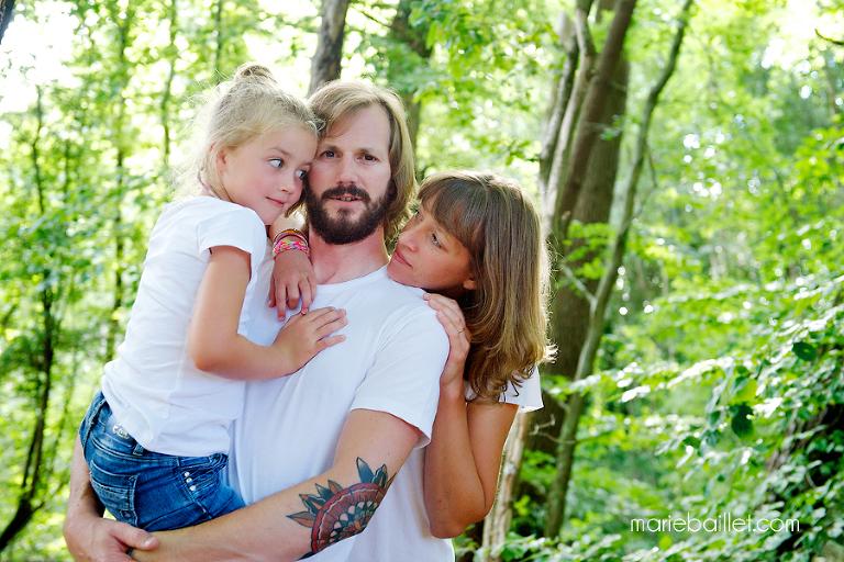 photo : séance famille fun par Marie Baillet photographe 56