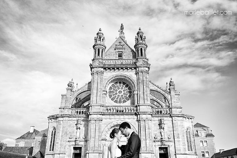 photographie de mariage basilique Sainte-Anne d'Auray par Marie Baillet photographe Bretagne