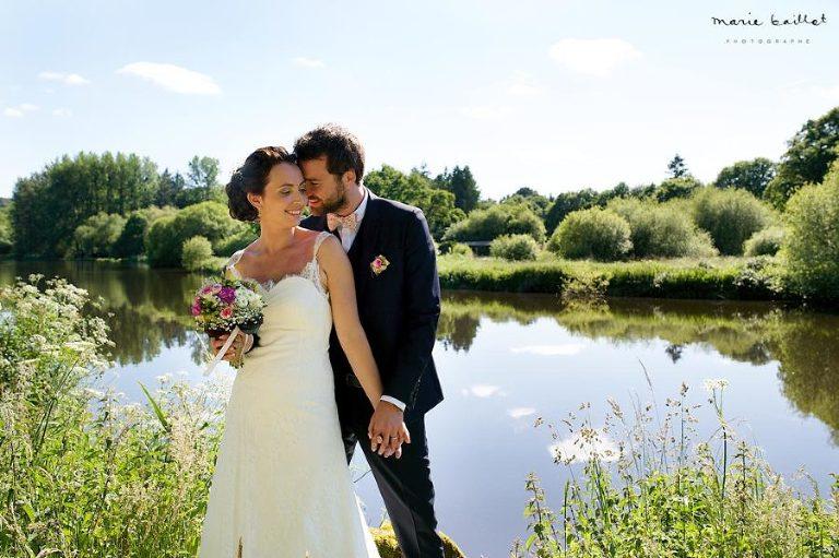 photo de couple naturelles et spontanées par Marie Baillet photographe en Bretagne