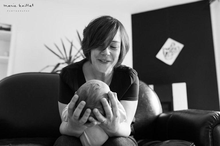 séance photo bébé à domicile/ portrait nouveau-né par Marie Baillet, photographe Morbihan